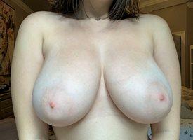 who likes big boobs ?