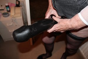 Looking for a pussy (or arse) to use my big dildo on