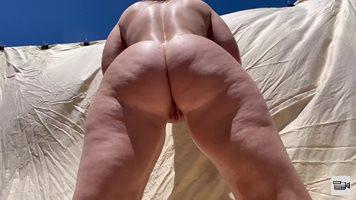 Nude Squats